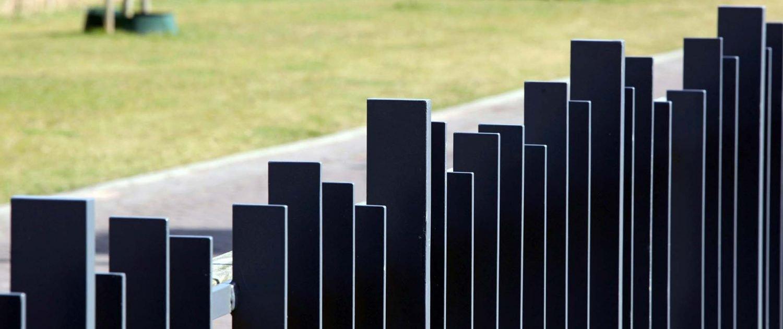 stalen strippen hekwerk ongelijk Haringbuys ontwerp ipv Delft