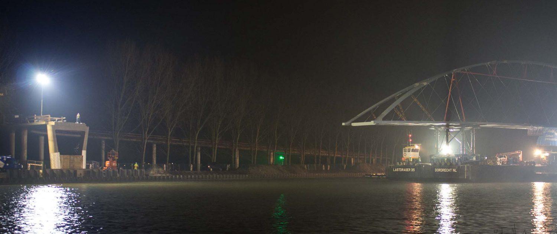 stalen boogbrug Nigtevecht vaart naar bestemming ipv Delft