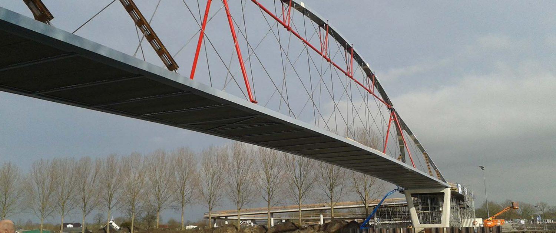 fietsbrug Nigtevecht geplaatst slank staal ipv Delft
