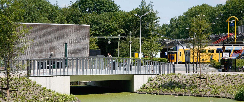 verkeersbrug station Delft Zuid ipv Delft