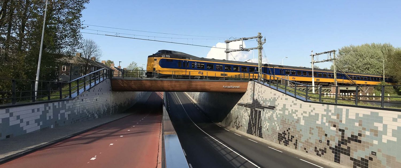 onderdoorgang kanaalweg Leiden, fiets en verkeersweg onder spoorbrug