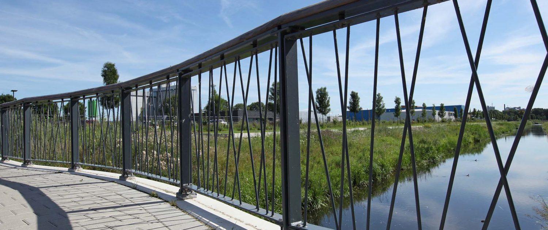 details speels spijlenhekwerk Haalmansbrug in Lochem, ontwerp door ipvDelft, houten balusters