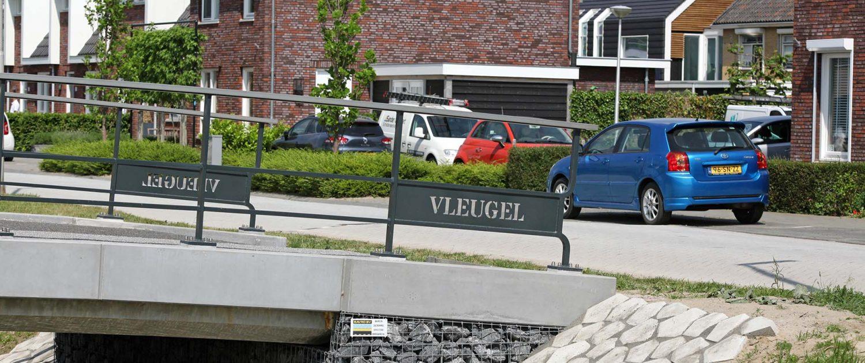 maatwerk hekwerk op verkeersbruggen Poortwijk, fiets en verkeersbruggen ontworpen door ipv Delft