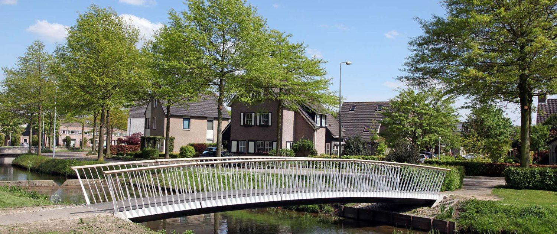 licht uitwaaierend hekwerk composieten fiets en voetgangersbrug Den Bosch