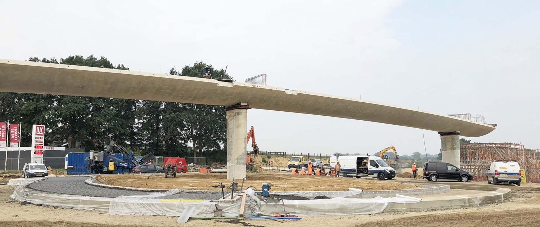 fietsbrug Onderbanken N274 strak in situ beton in aanbouw