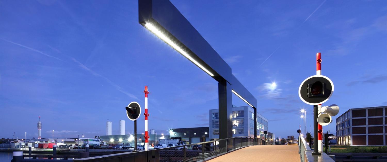 Lichtarchitectuur Verlichting Figeebrug geïntegreerd in strakke ballast