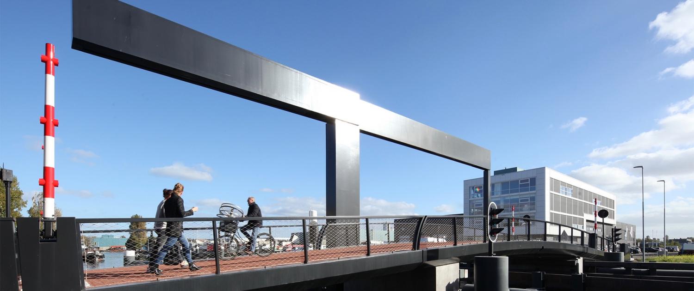 stoere stalen ophaalbrug Figeeterrein Haarlem