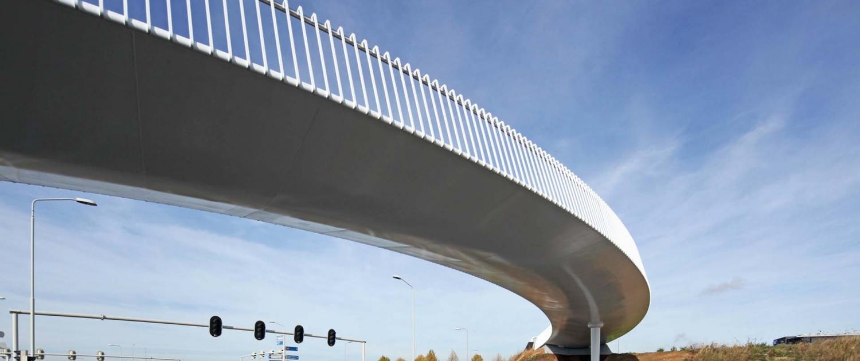 strakke-stalen-onderzijde-fietsbrug-Europalaan-Beek-ontwerp-ipvDelft