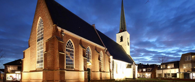 grondspots strijklicht metselwerk Witte Kerk Noordwijkerhout