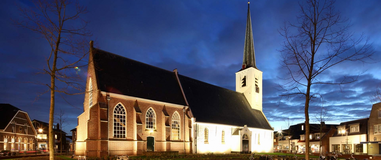 verlichting Witte Kerk Noordwijkerhout vanaf plein