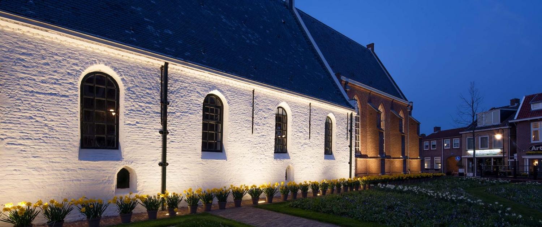 NWH.01_036_Witte-kerk-Noordwijkerhout-verlichting-zij-aanzicht-close-up-ipvDelft