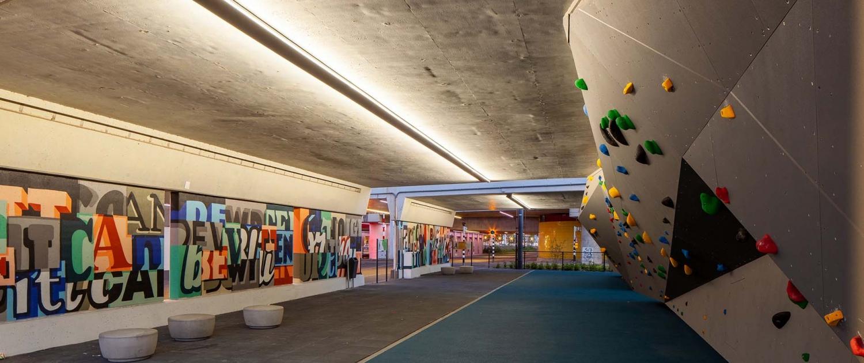 ARM.01_009_tunnel-Schiedam-Armada-onderdoorgang-klimmuur-verlichting-muurtekening-ipvDelft