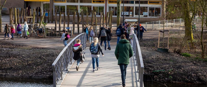 PIJ.32_099_bruggen-UHSB-doorgang-school-Koningshof-Pijnacker-ipvDelft