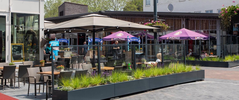 glazen-terrasschermen-plantenbak-kazerneplein-Roermond