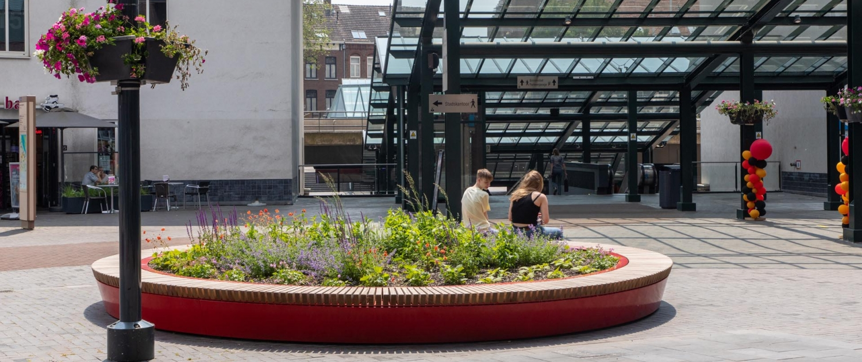 Designer-outlet-Roermond-zitbank-groeneiland-zitelement